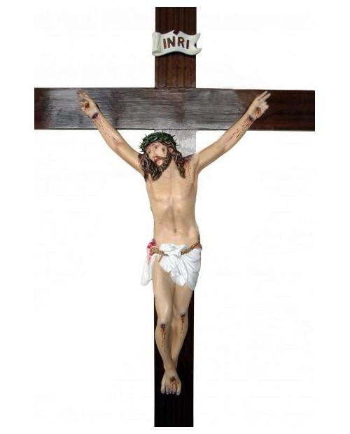 Statue en bois du Christ sur la Croix